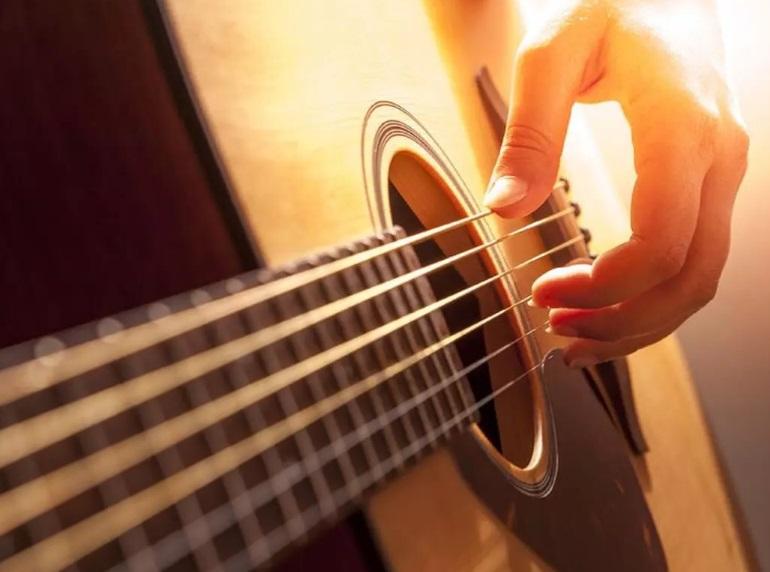 Une guitare